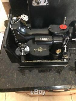 RARE VINTAGE GREAT BRITAIN Singer 221 Featherweight Sewing Machine
